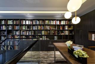 现代港式跃层装修书房设计图