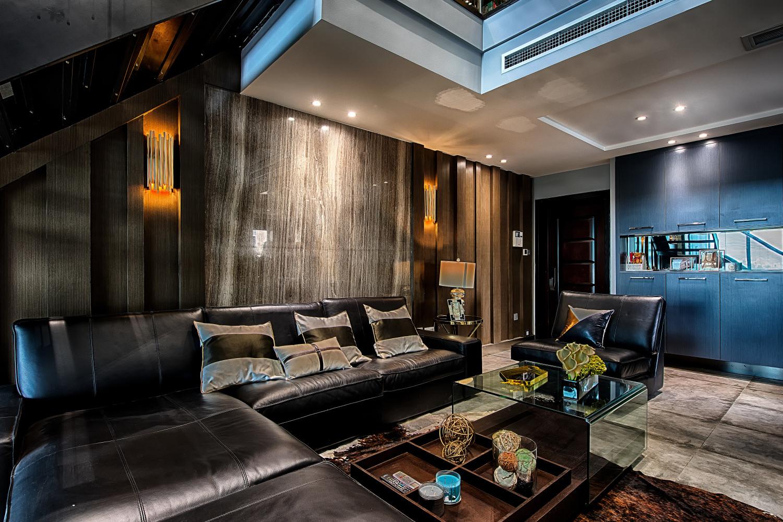 现代港式跃层装修沙发背景墙图片
