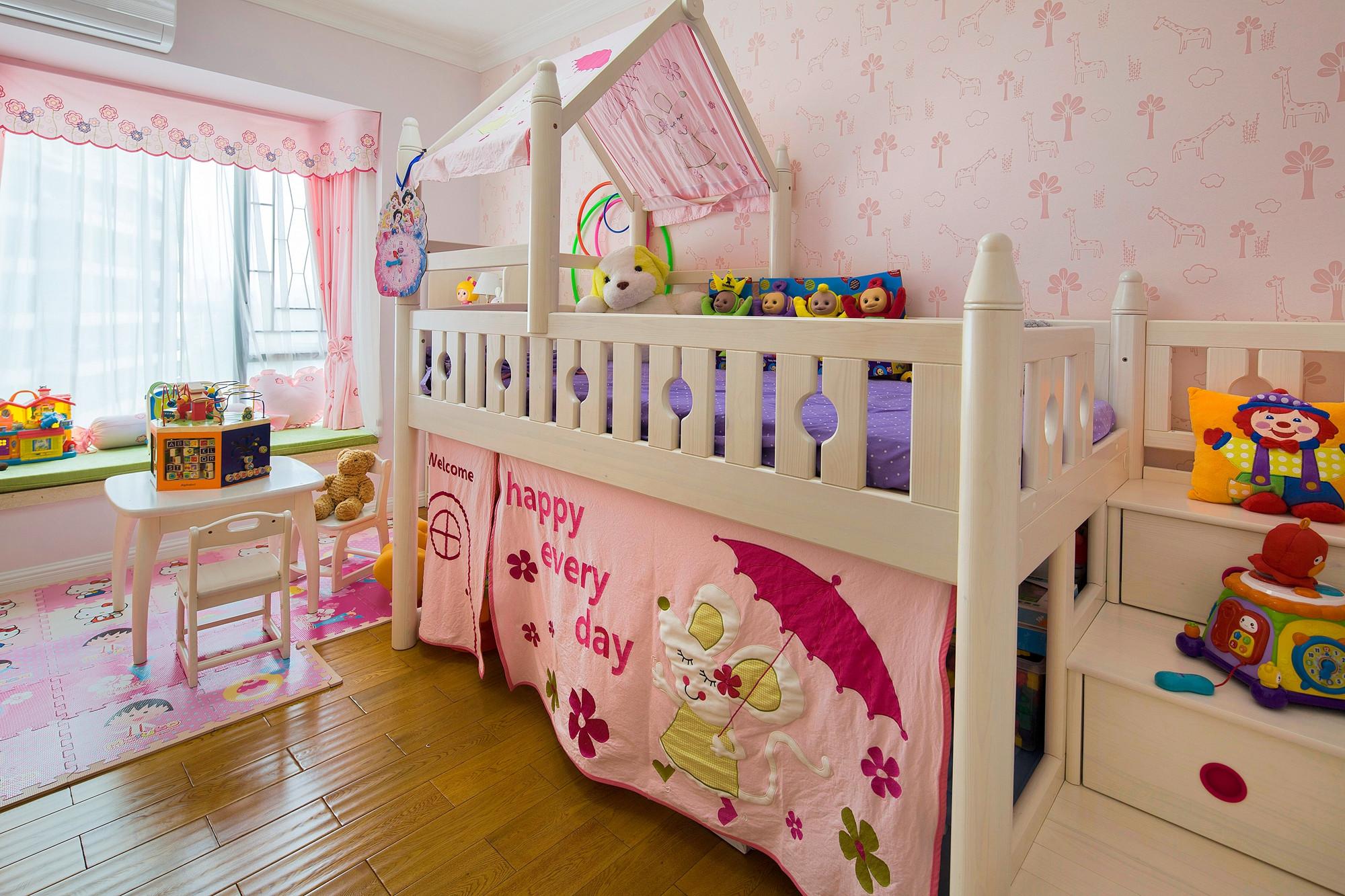 美式三居装修儿童床图片