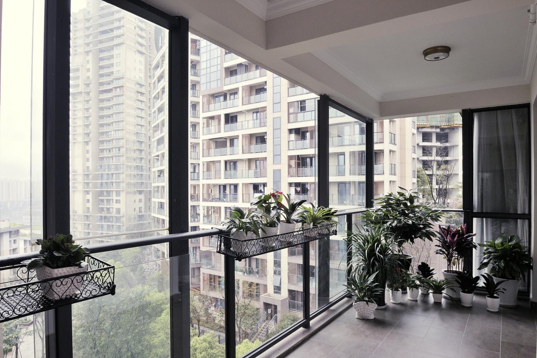 美式三居装修阳台实景图