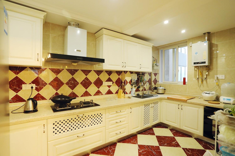 混搭三居之家厨房设计图