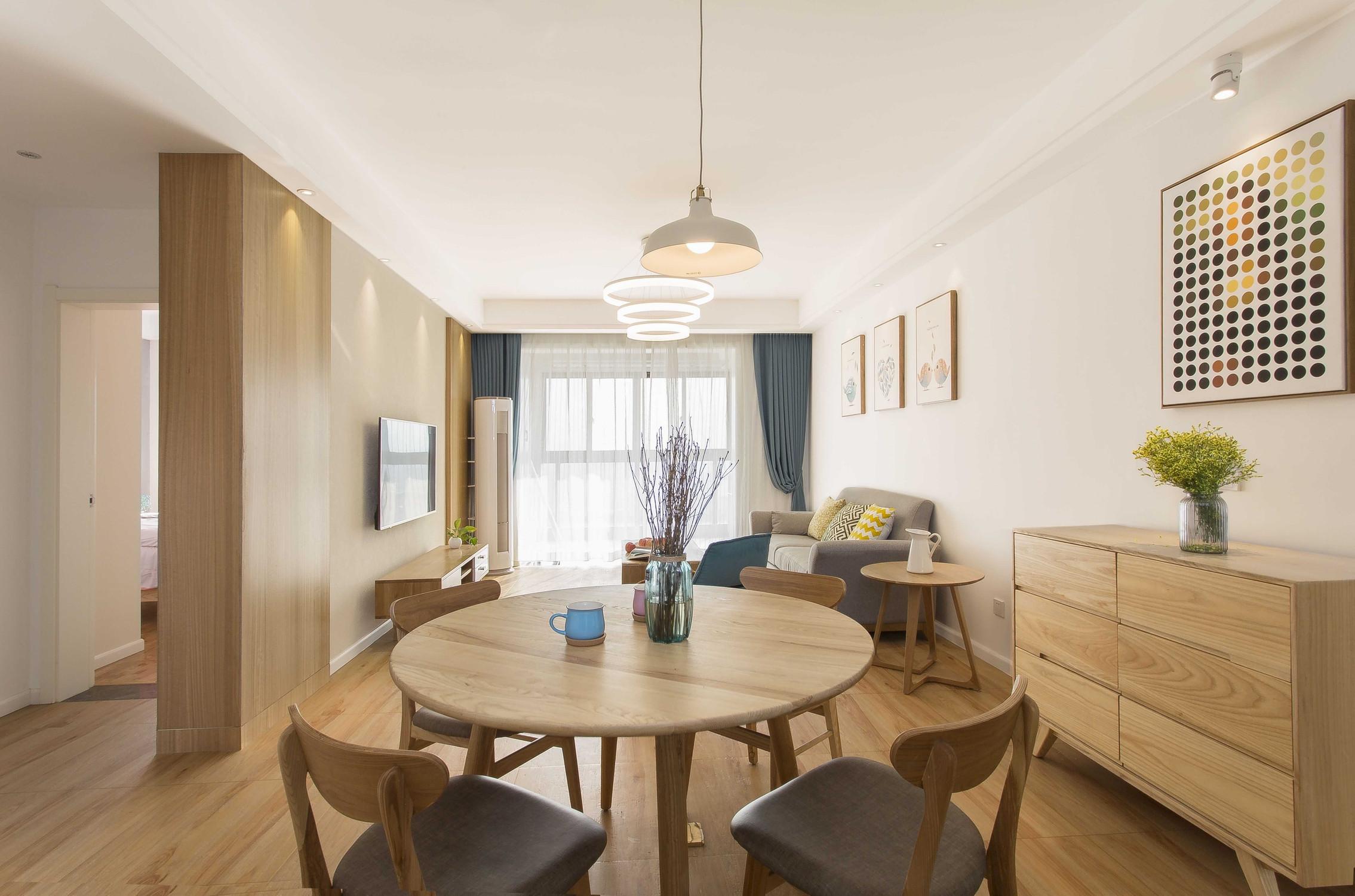 北欧三居之家餐桌图片