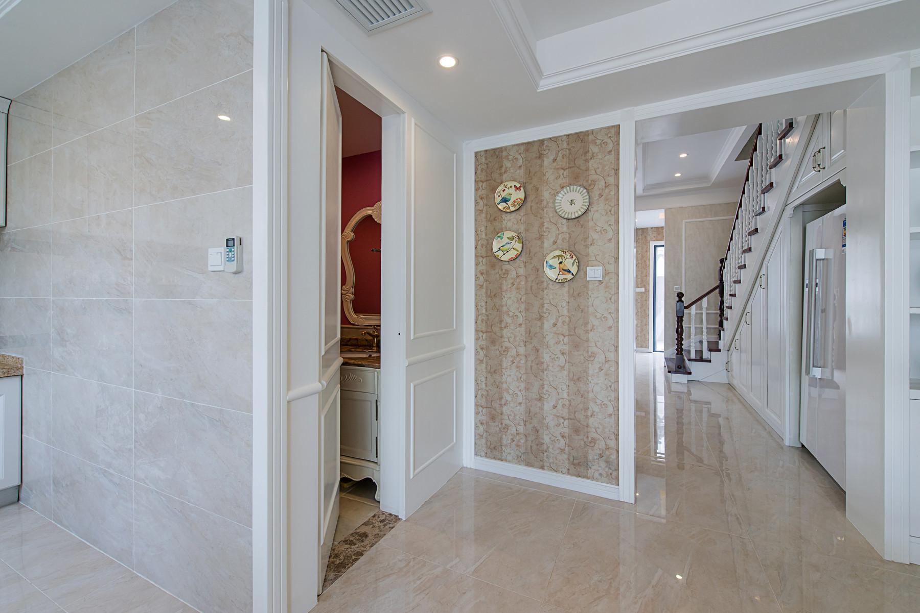 美式别墅装修隐形门设计