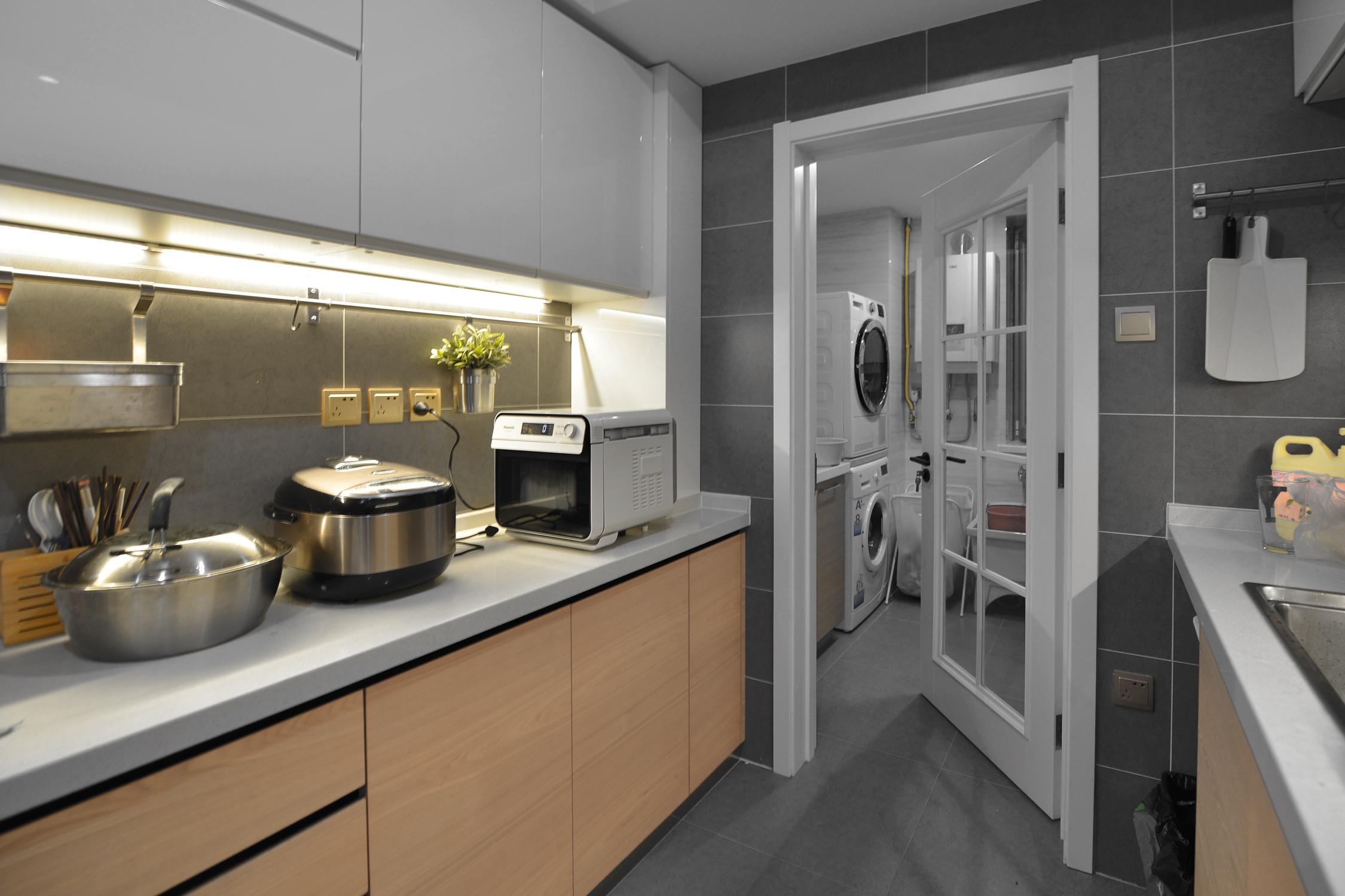 美式三居装修厨房效果图