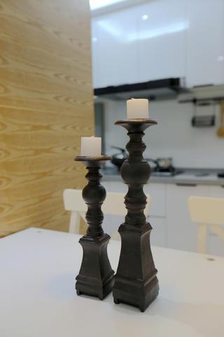 北欧三居装修餐桌烛台