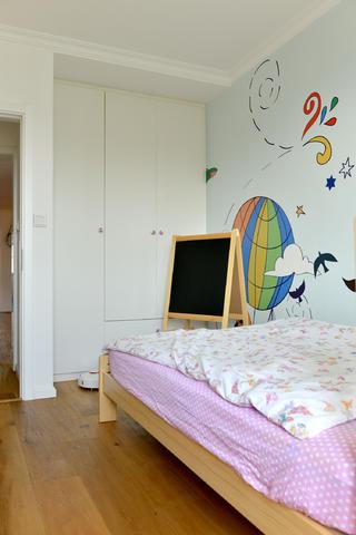 北欧风格三居装修儿童房衣柜图片