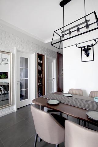 70平简美二居装修餐厅吊灯图片