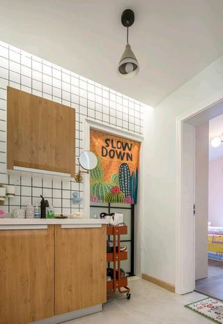 北欧二居装修浴室柜图片