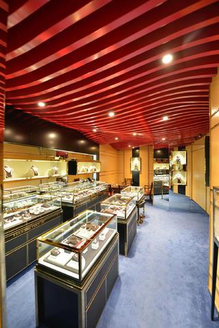 25平珠宝店装修展示柜图片