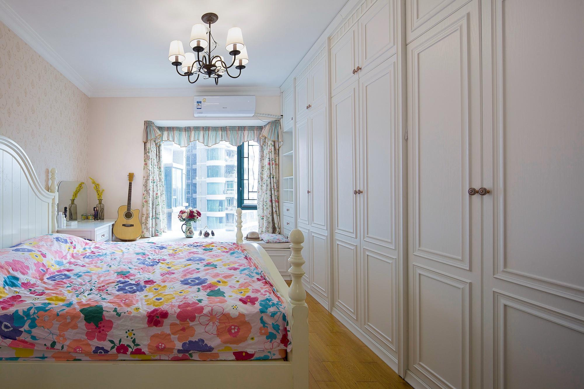 美式三居装修衣柜图片