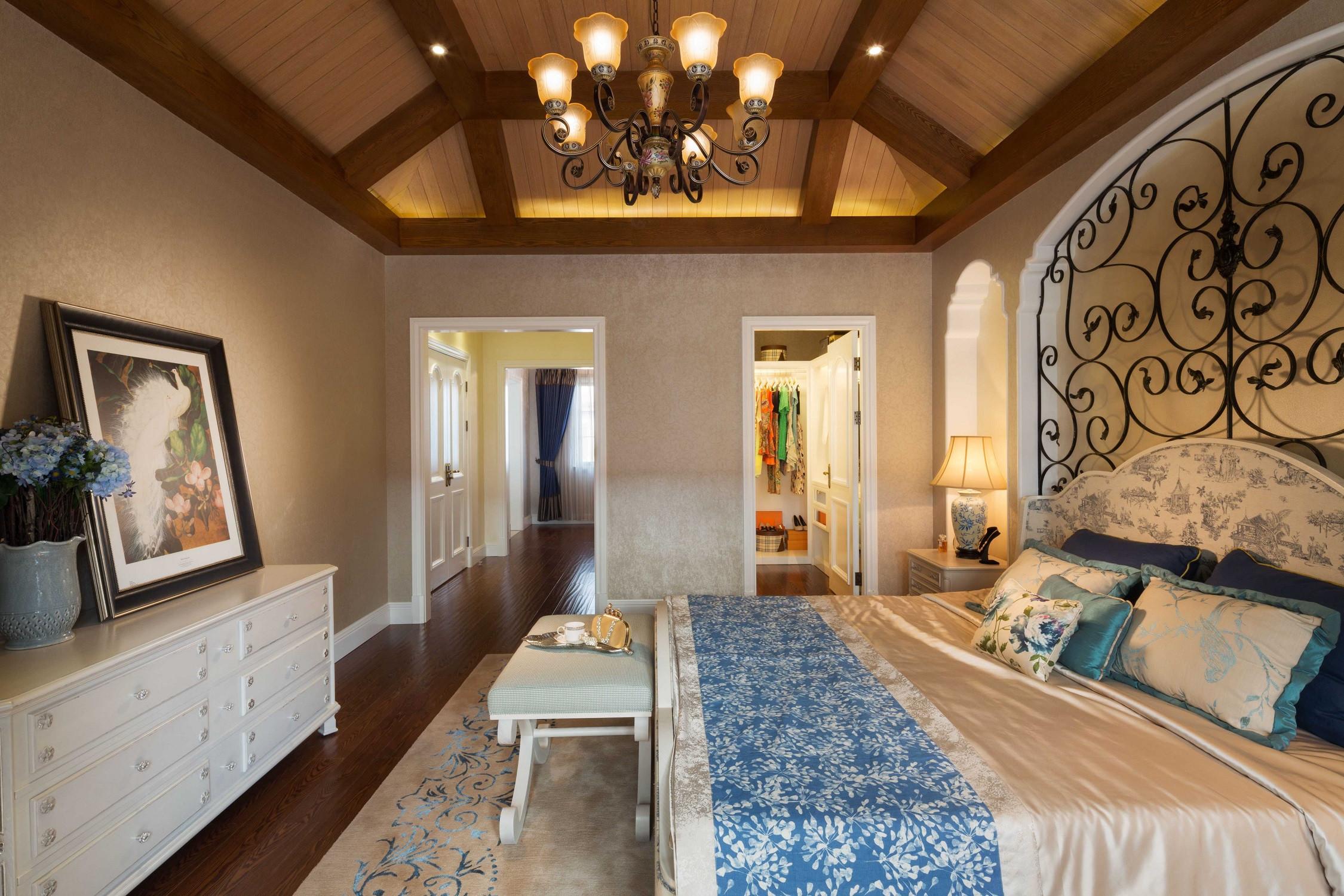 美式别墅装修设计主卧布置图