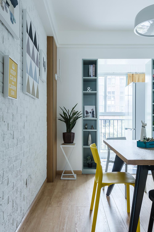 北欧三居装修餐厅展示柜设计