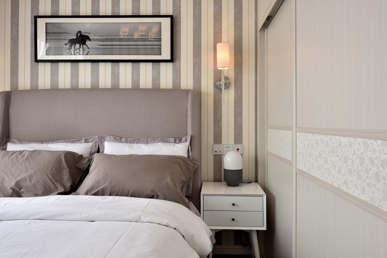 摩登现代风装修床头柜图片