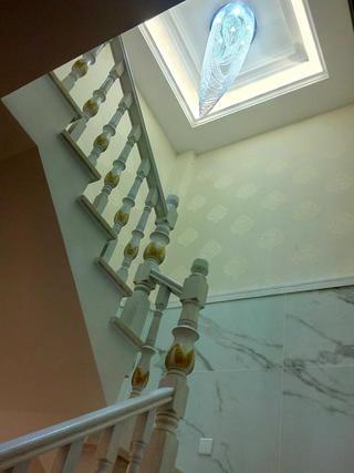 欧式风格别墅装修楼梯吊灯图片