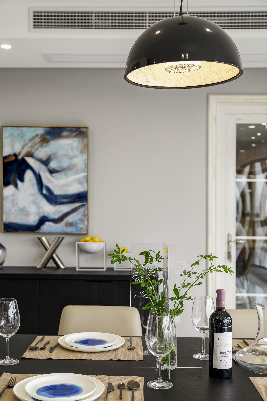 现代简约二居室装修餐厅小景