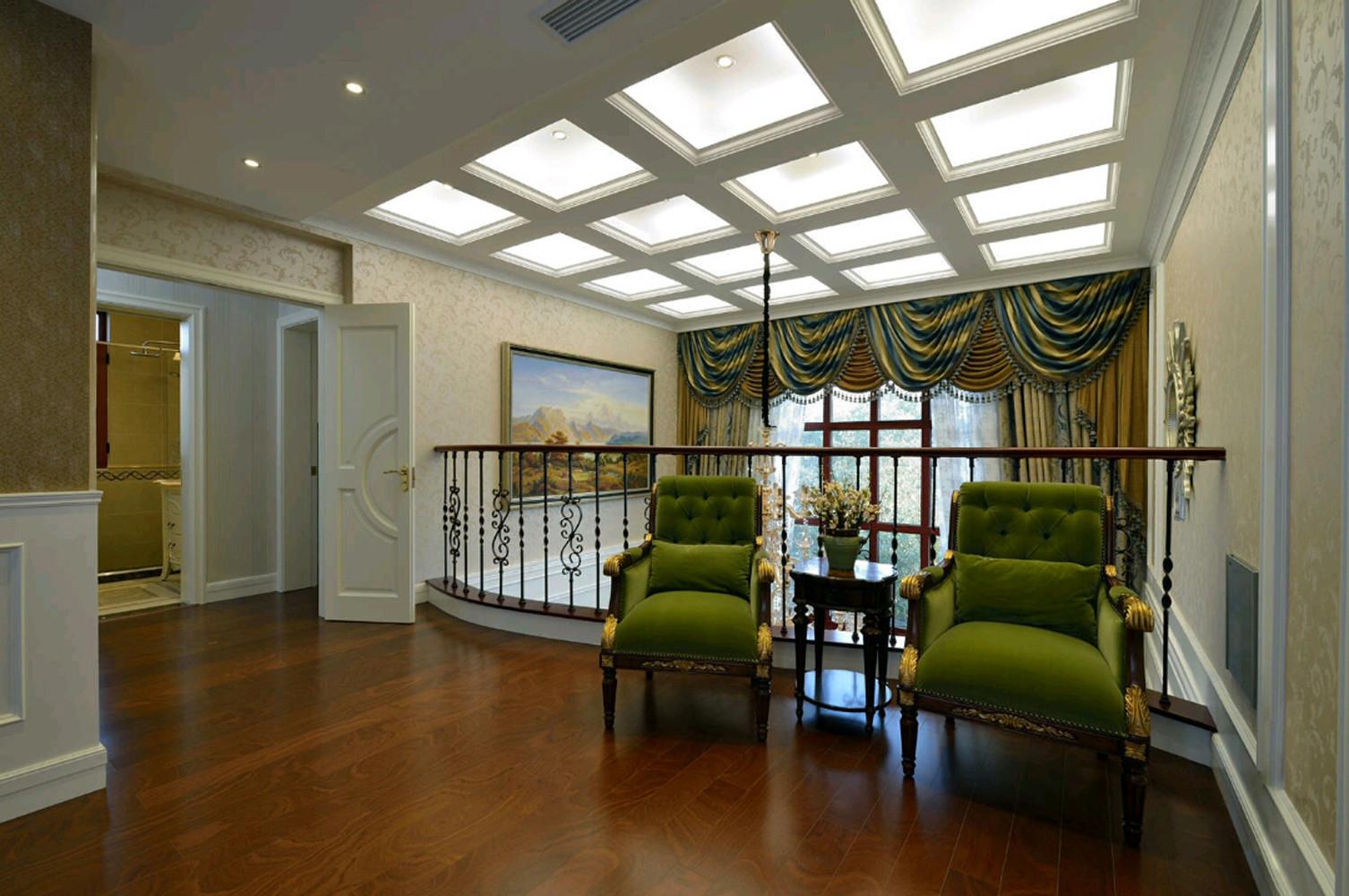 混搭别墅装修客厅顶面造型图片