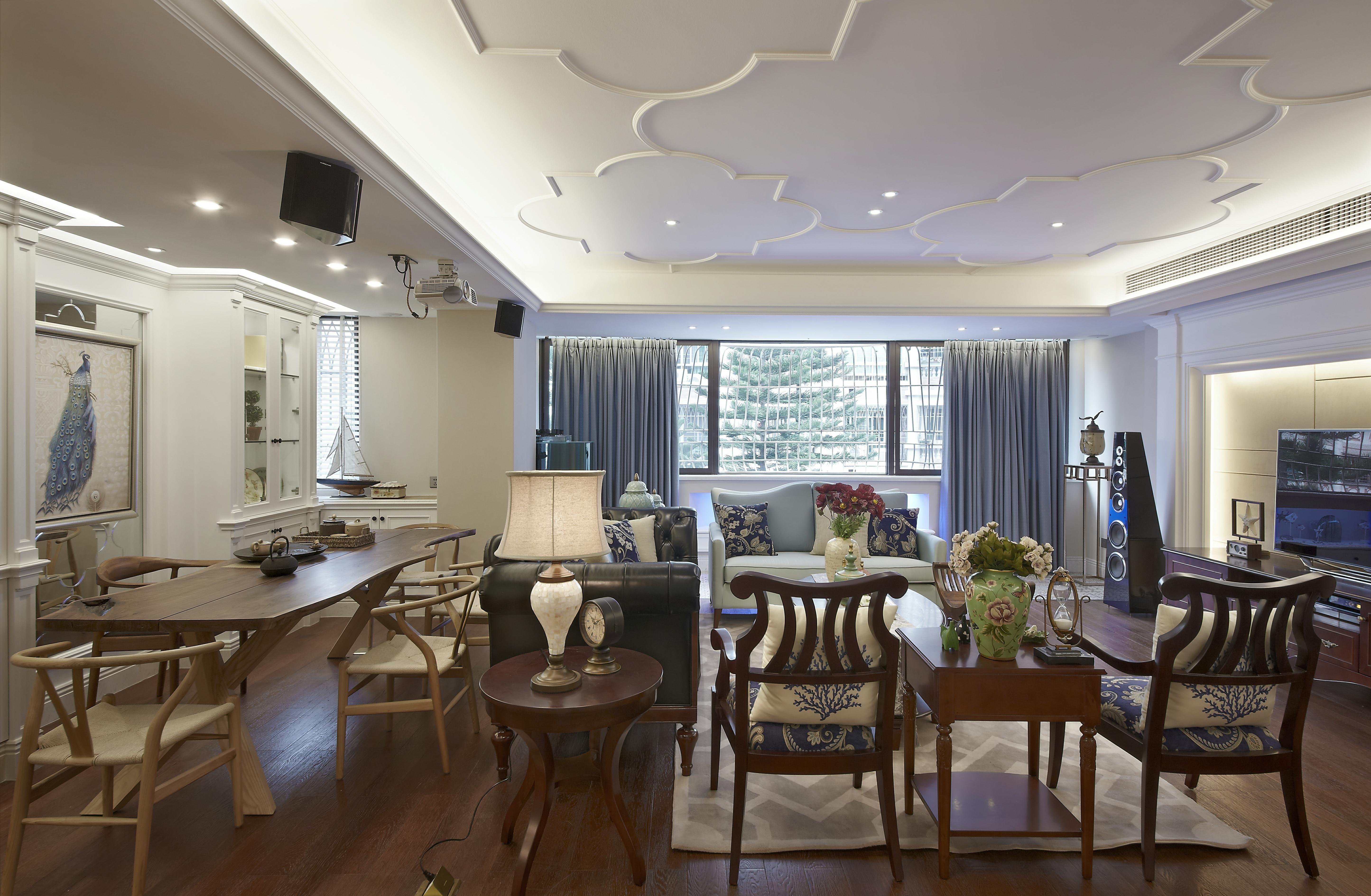 美式三居装修客厅顶面造型图