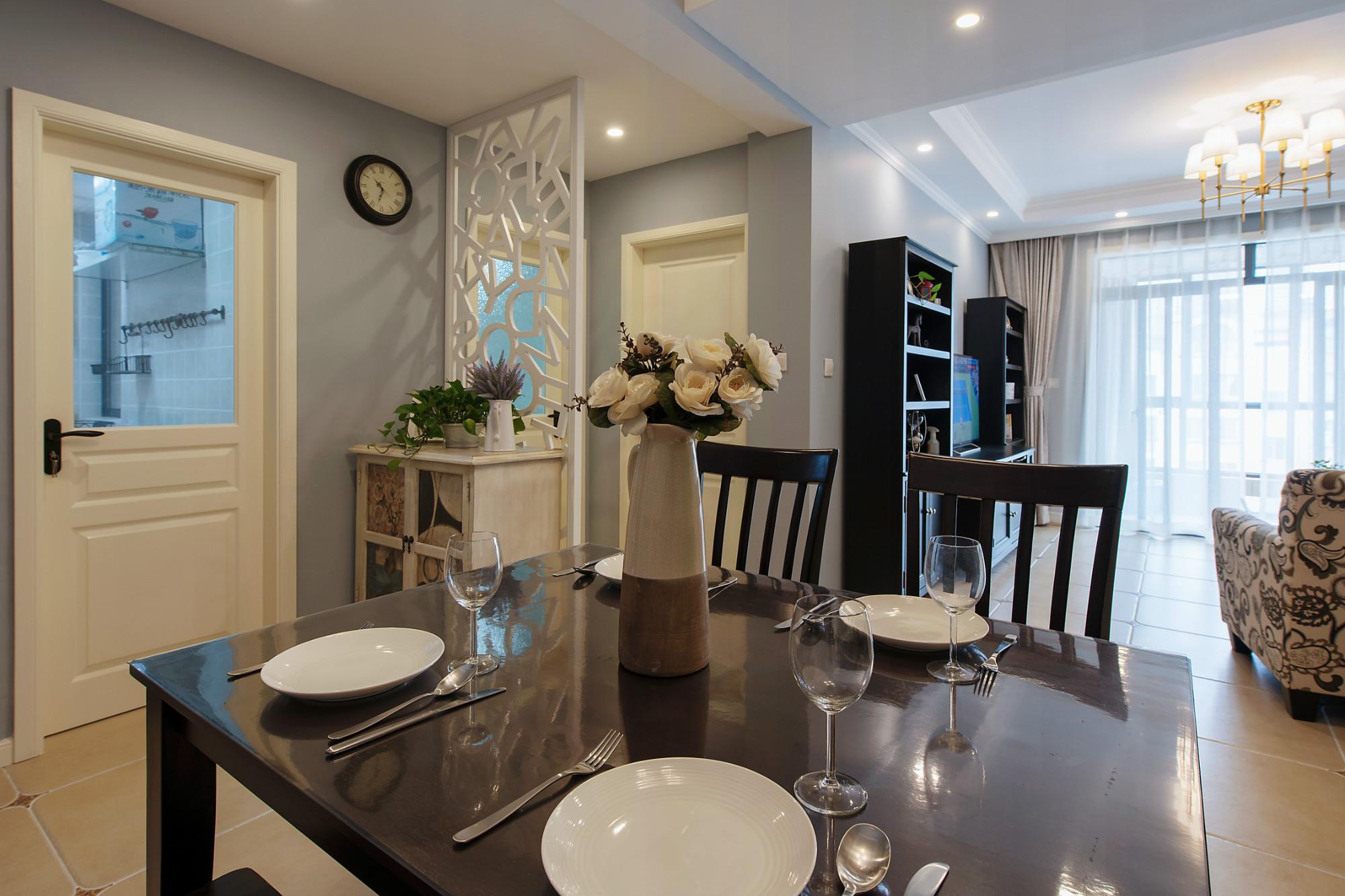 80平美式之家餐桌图片
