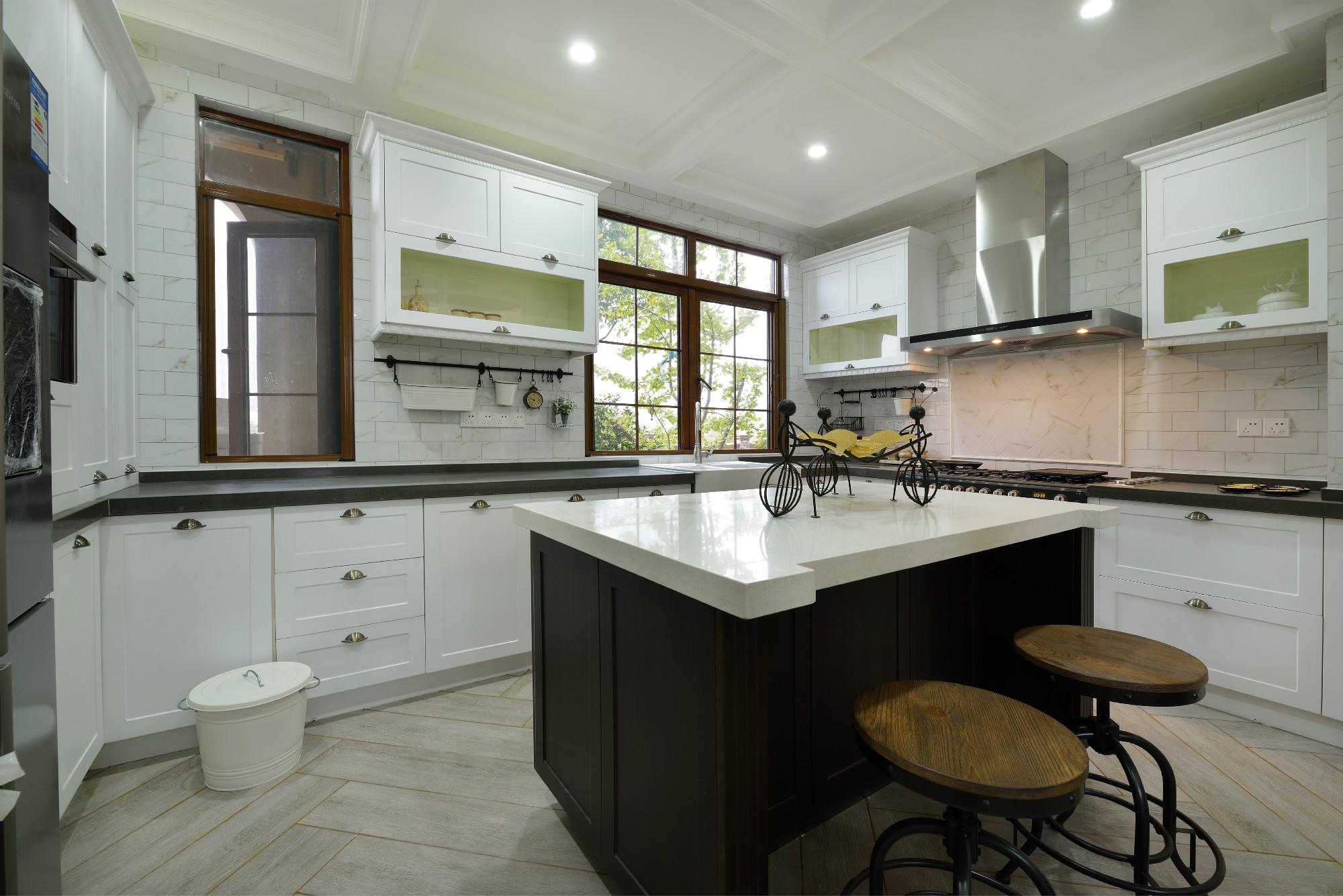 美式四居装修厨房设计图
