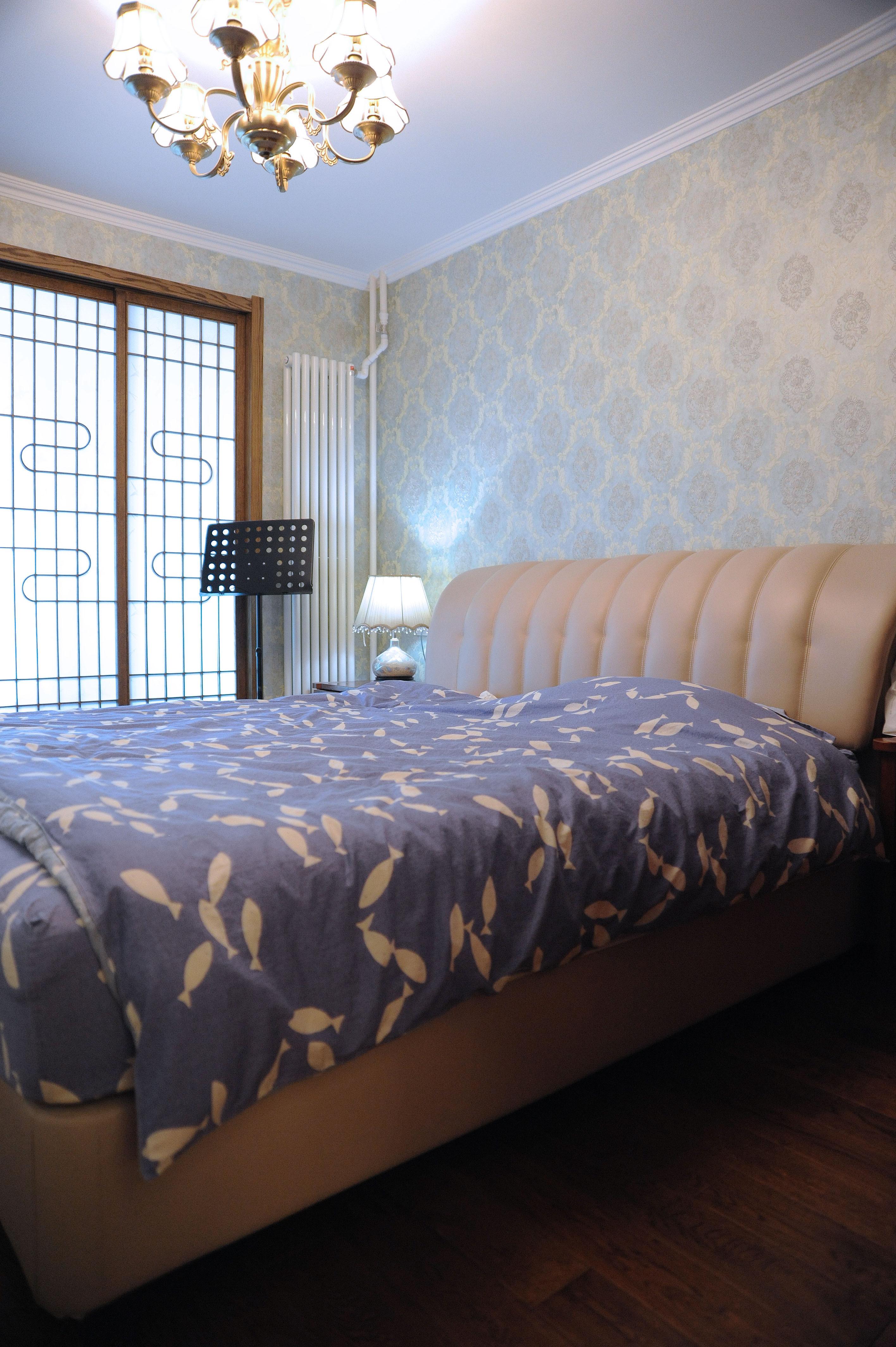 70平美式二居装修卧室设计图