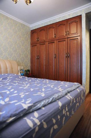 70平美式二居装修衣柜图片