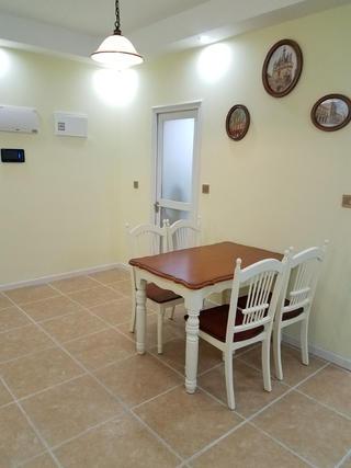 美式二居装修餐桌图片