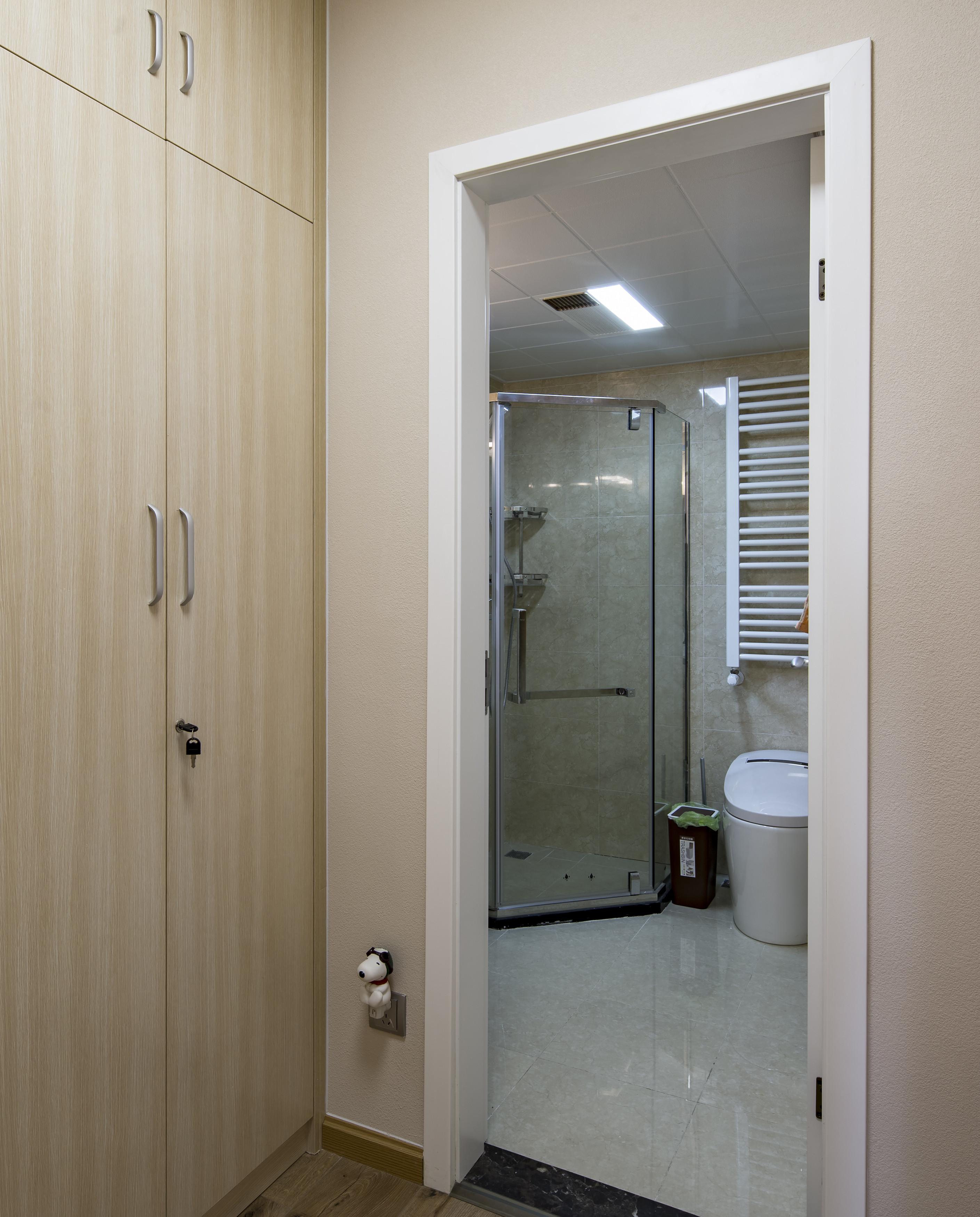 110平北欧风装修卫生间图片