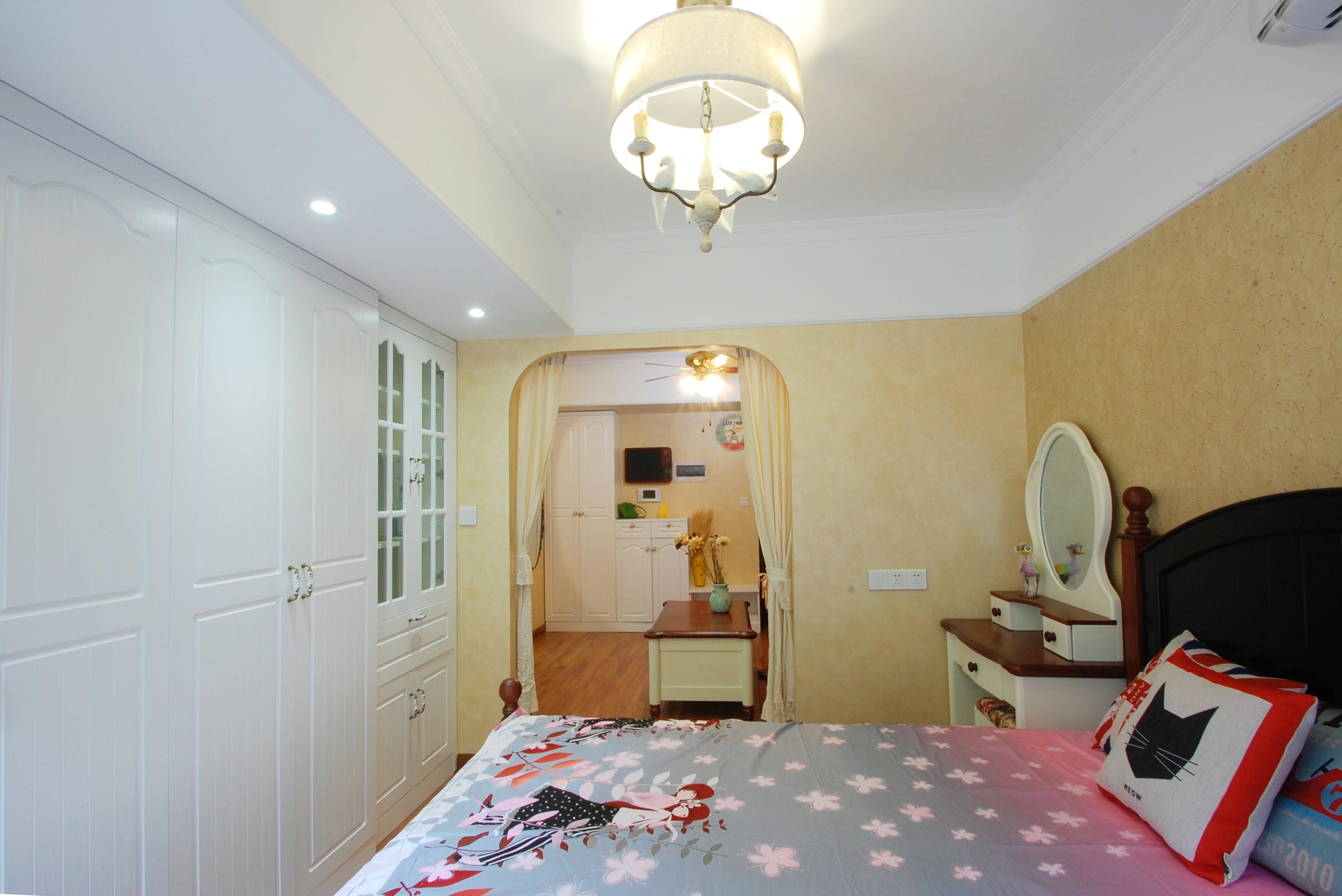 小户型美式一居装修卧室吊顶图片