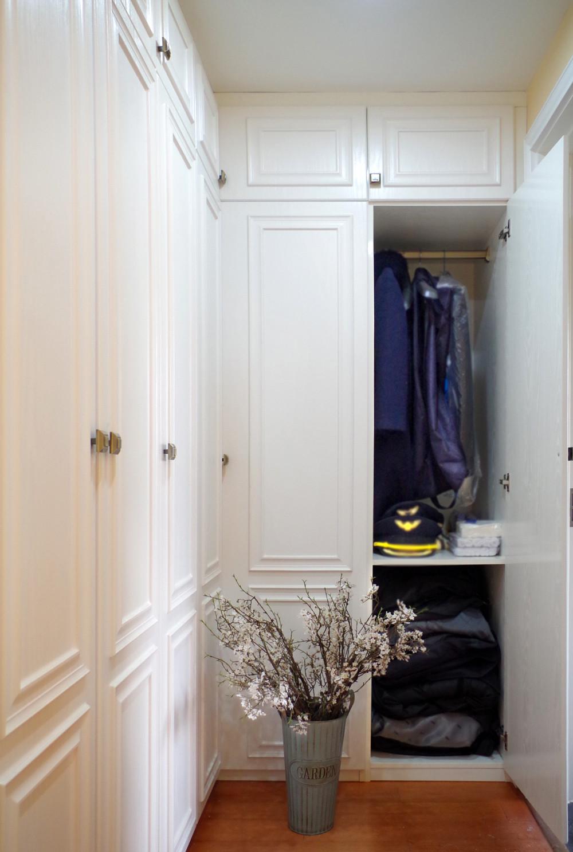 美式三居室装修衣帽间图片