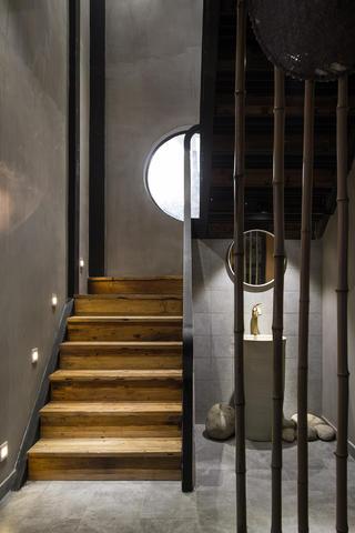 复古民宿装修楼梯一角