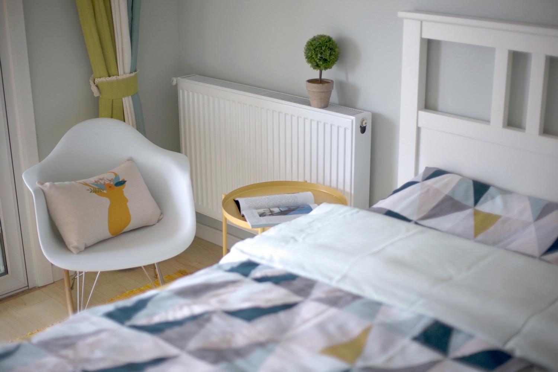 北欧三居装修卧室一角