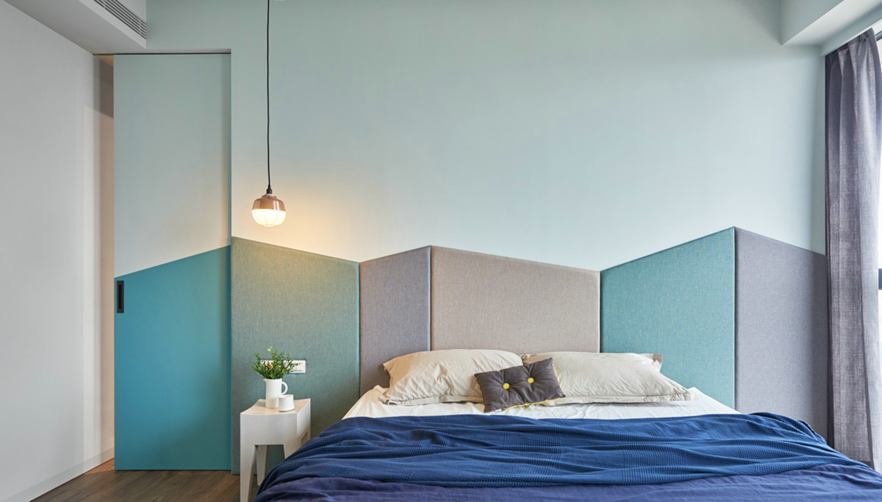现代简约三居装修卧室效果图