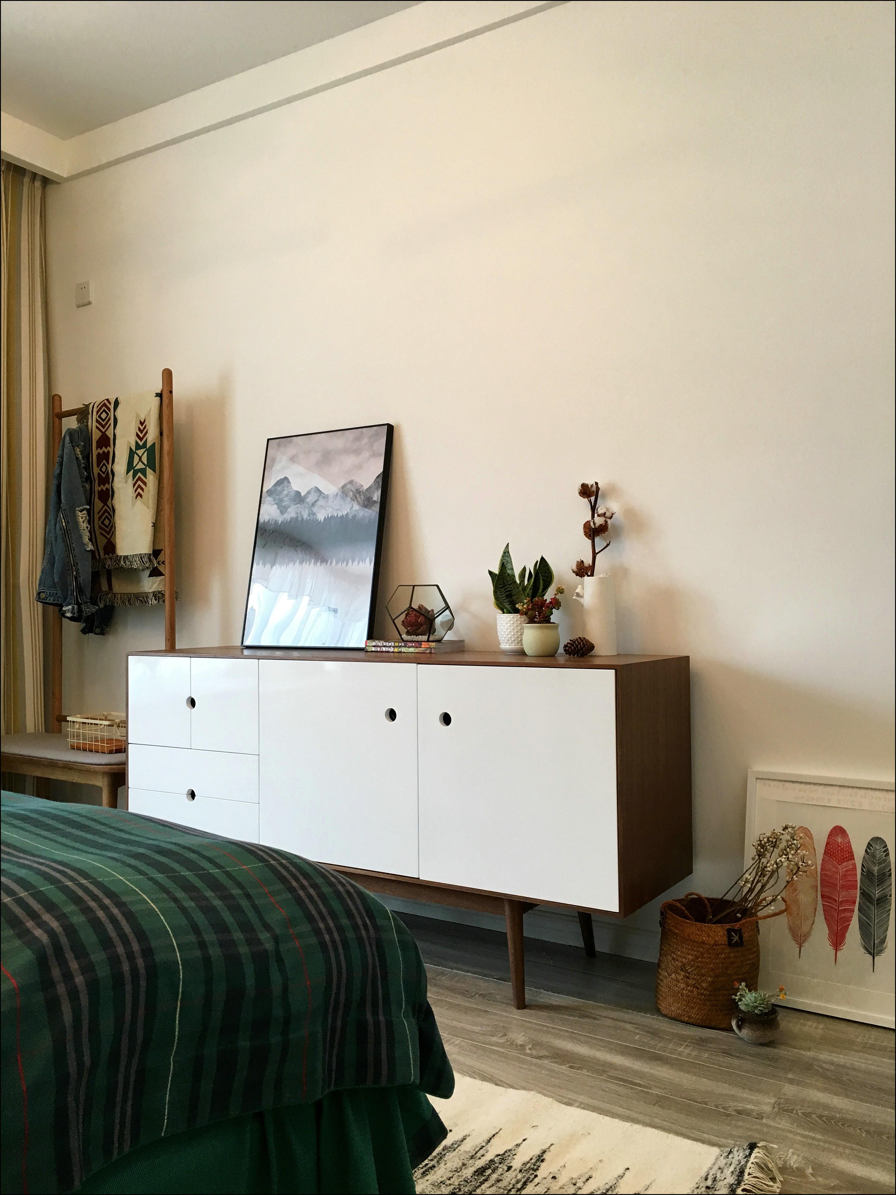 110㎡三居室装修边柜装饰摆件