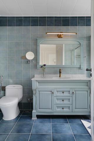 大户型轻奢美式装修洗手台图片