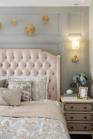 美式三居装修床头软包图片