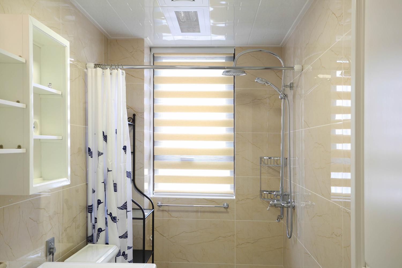 135平三居室装修卫生间效果图
