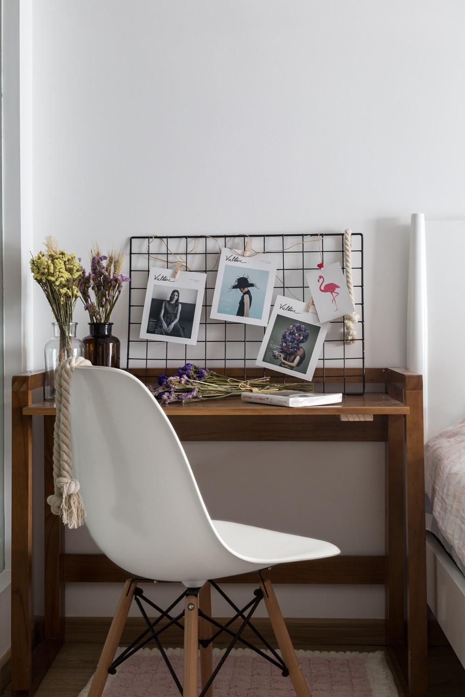 北欧复式装修卧室书桌图片