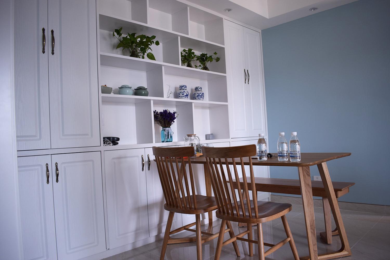 110平北欧风格装修餐边柜图片