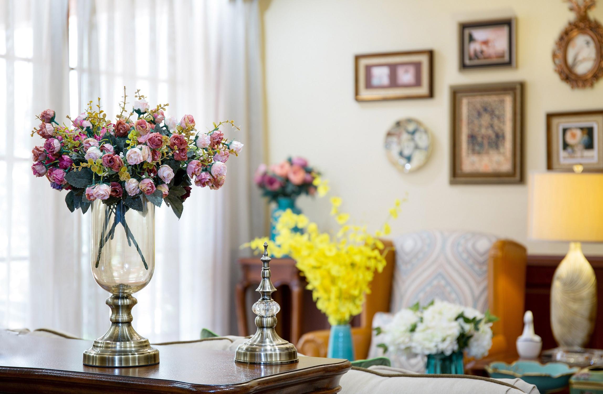 美式三居装修花瓶装饰