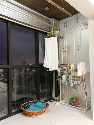 110平简约三居室装修阳台实景图