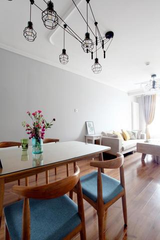 北欧二居室空间餐桌椅图片