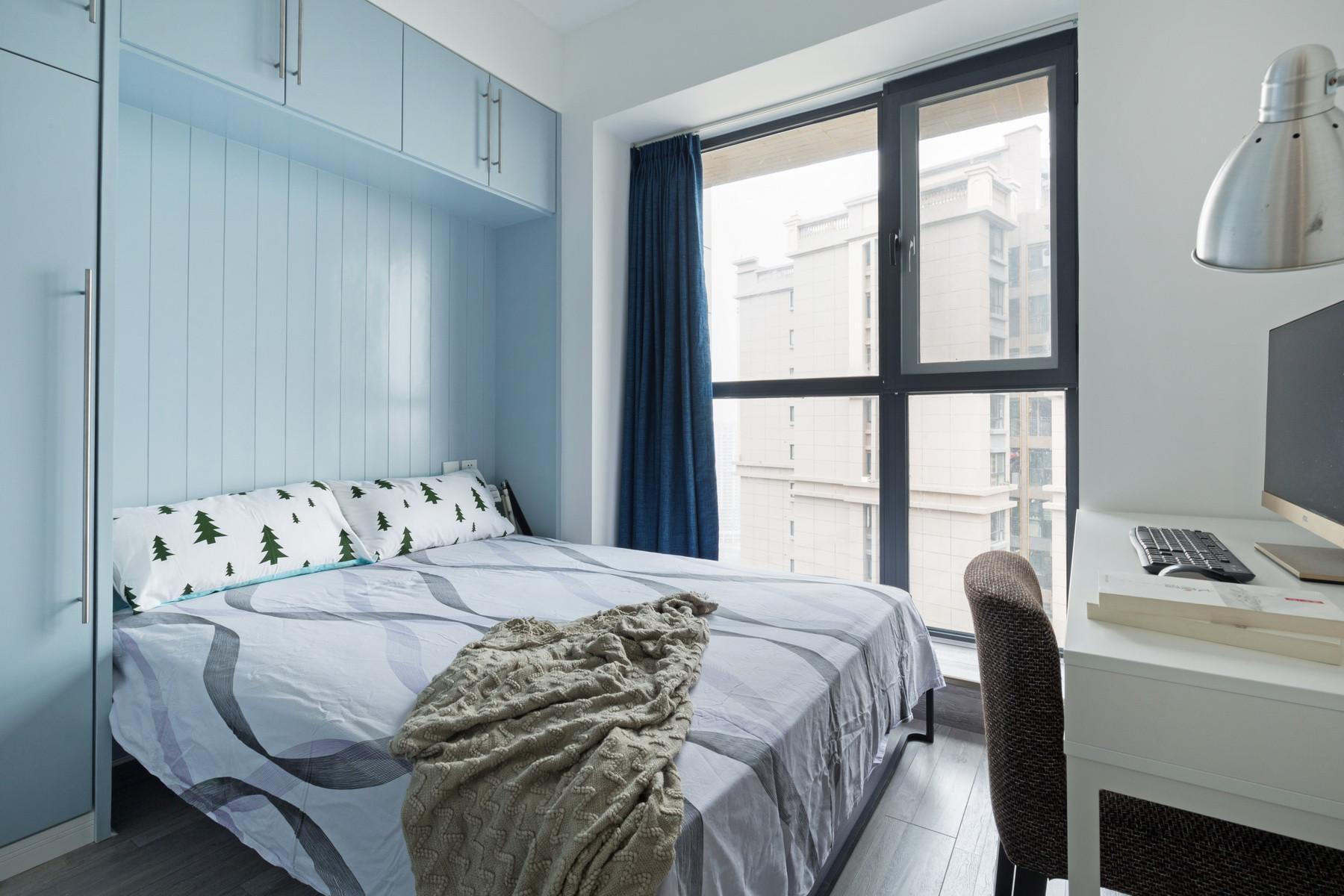 现代简约二居装修可收纳床设计