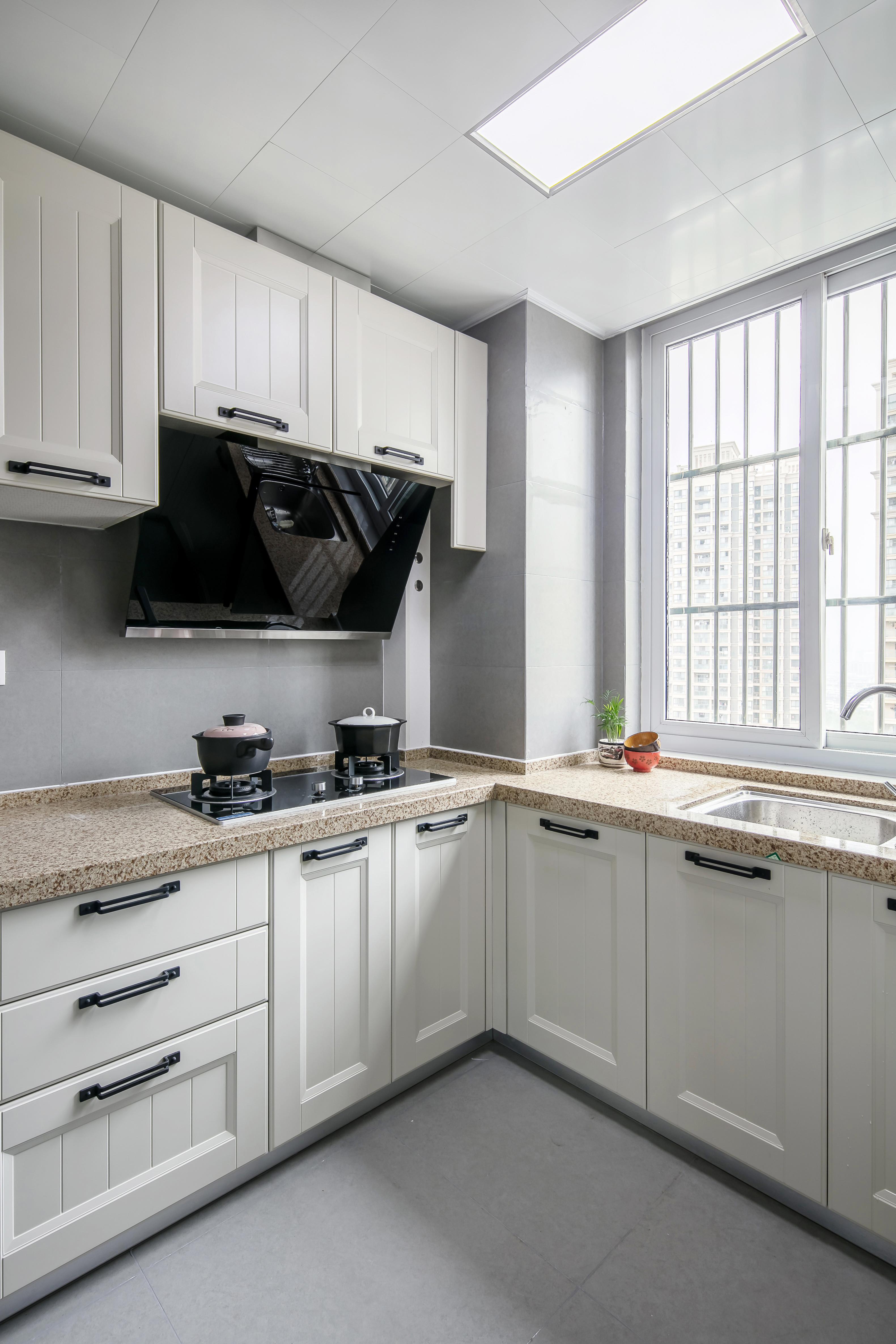 90平简约装修厨房设计图