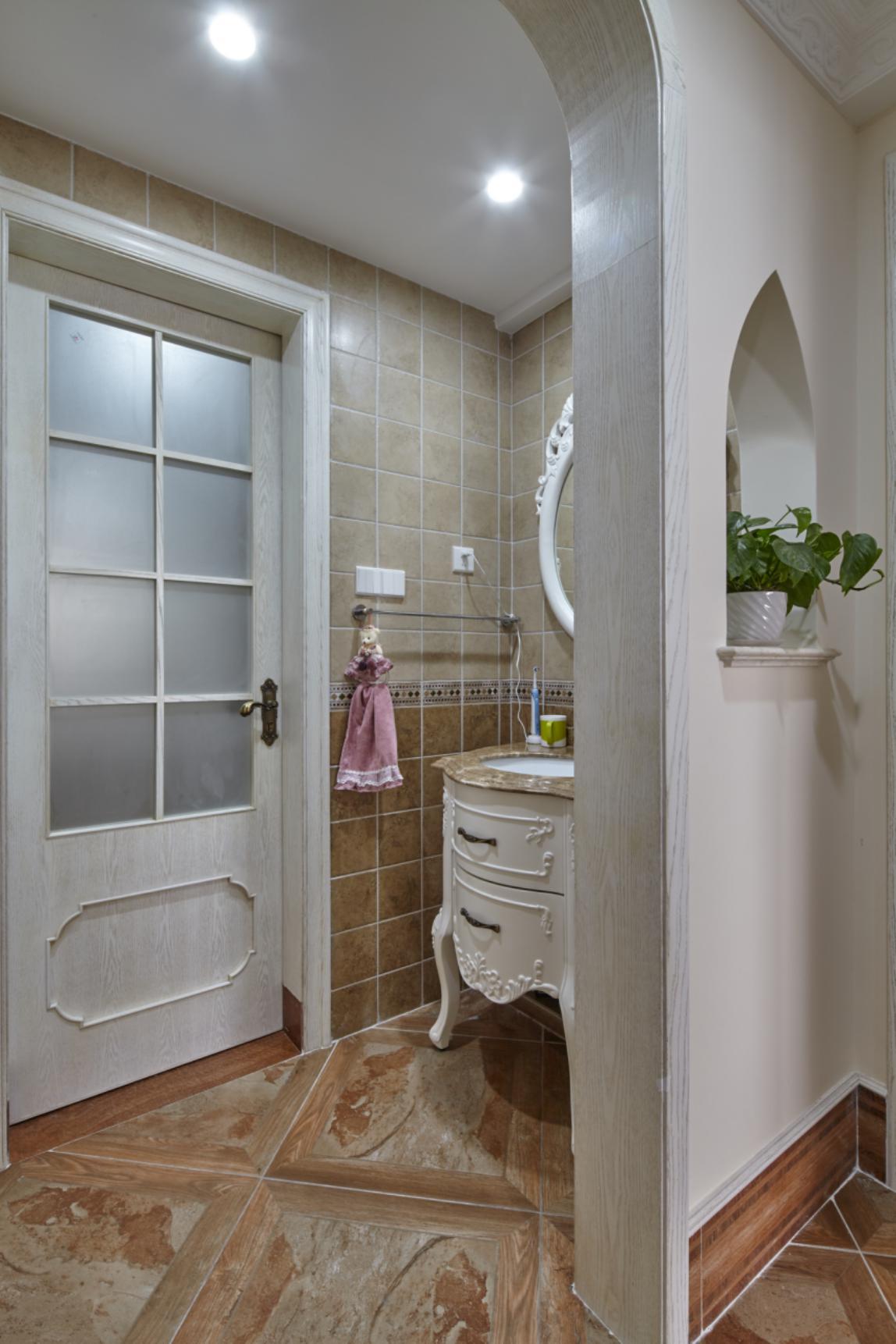欧式四居室装修卫生间装潢图