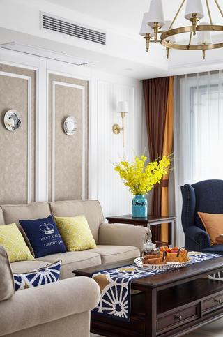 150平美式四居装修沙发一隅
