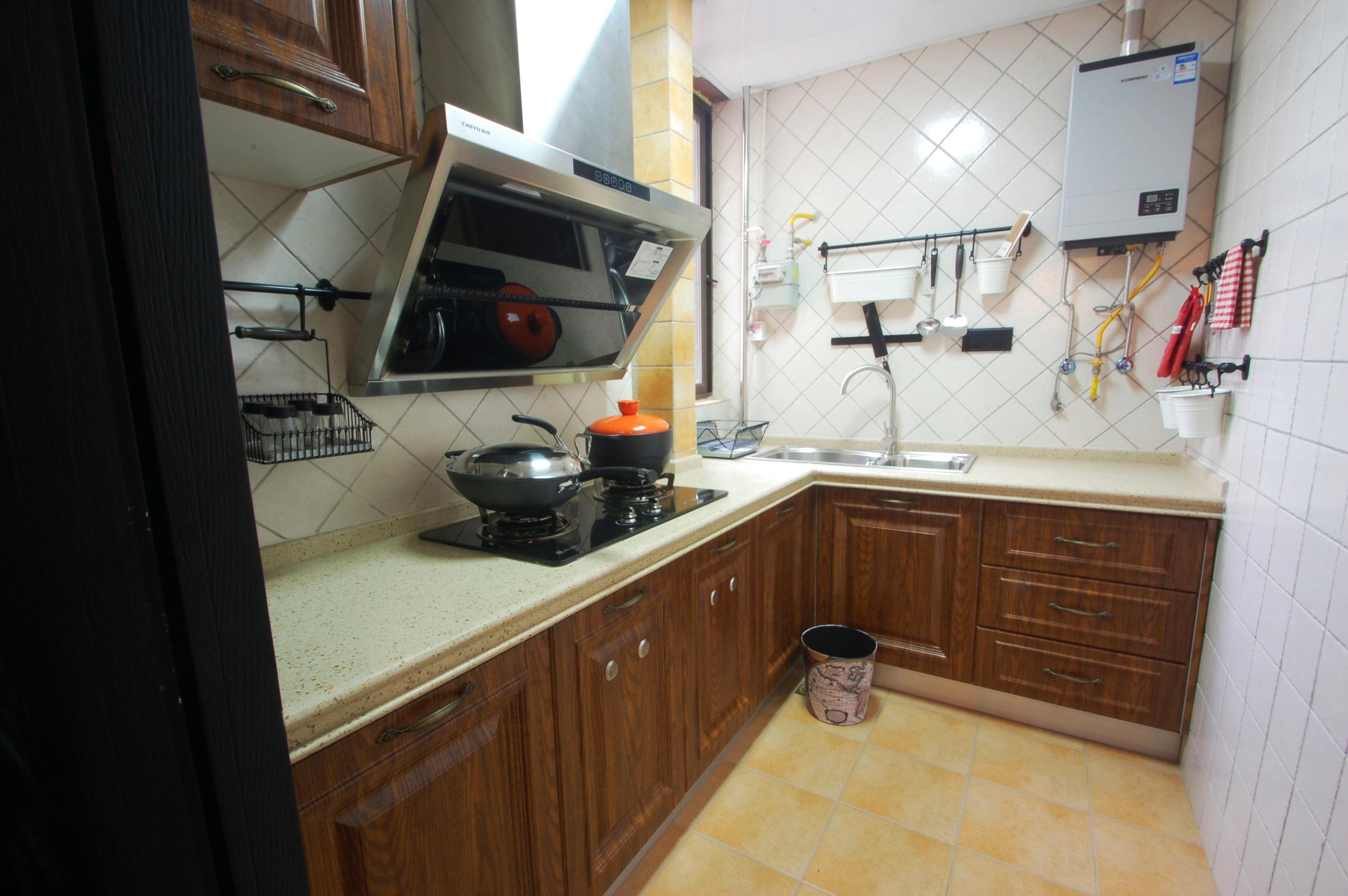 混搭多彩三居装修厨房构造图
