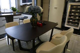 混搭三居室装修餐桌图片