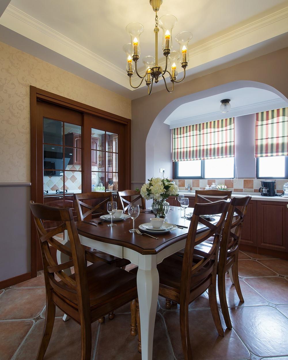 美式四居之家餐桌图片