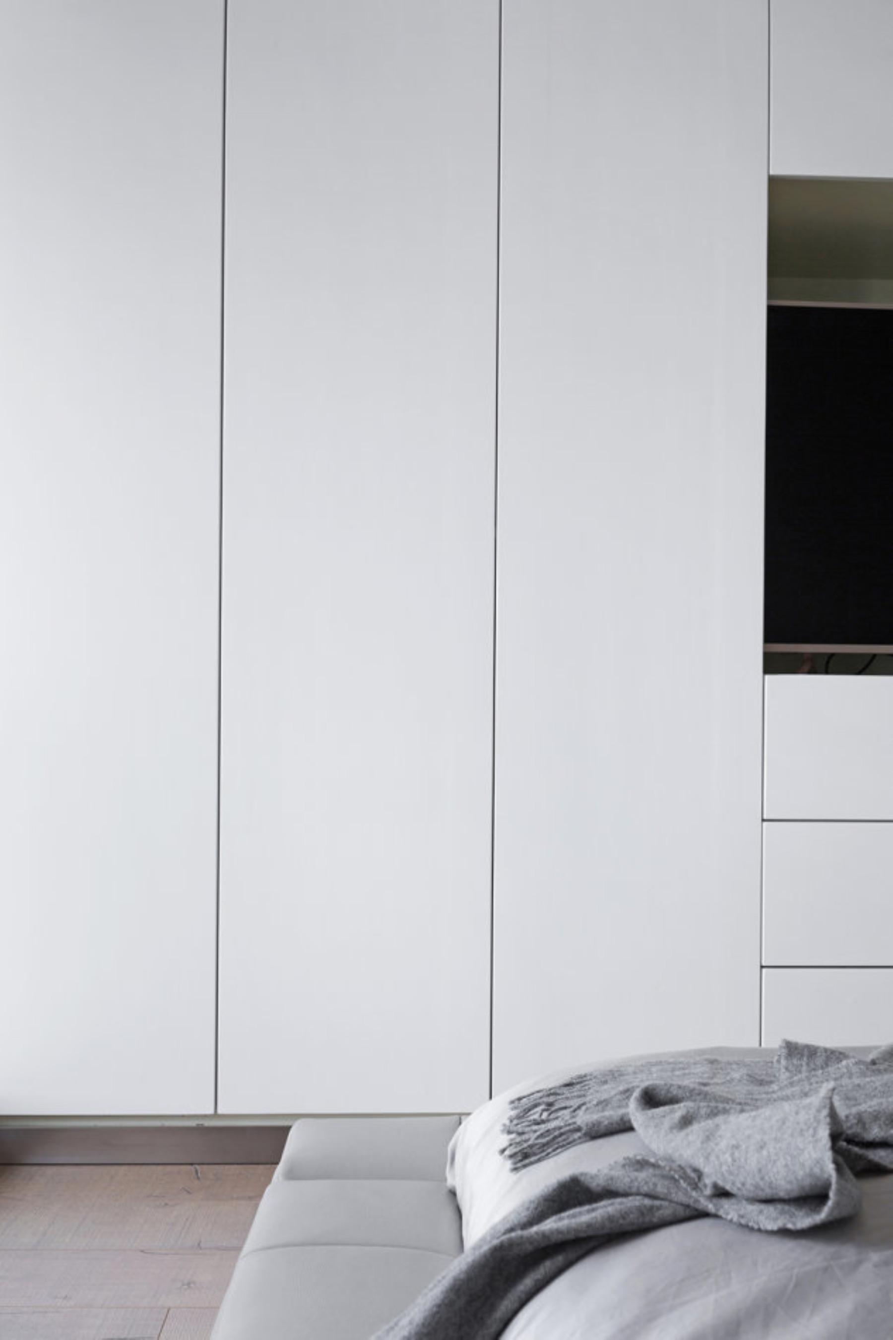 现代简约复式装修衣柜图片