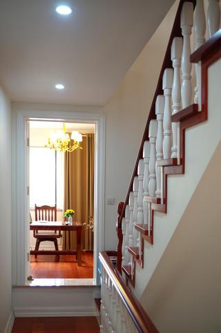 美式三居室装修楼梯图片